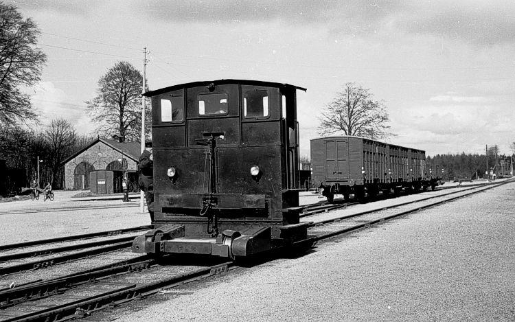 http://www.mjk-h0.dk/evp_Soroe/20.iii.37.traktor_45.soroe.april_1957.jpg