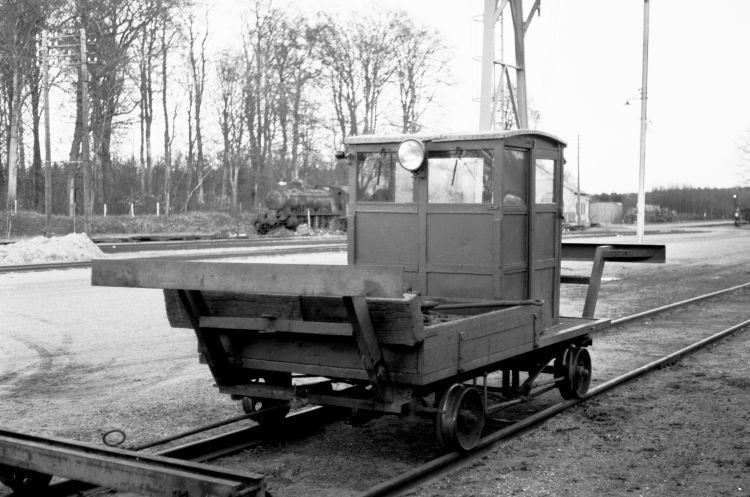 http://www.mjk-h0.dk/evp_Soroe/32.ii.06a.motortrolje.soroe.okt.1957.jpg
