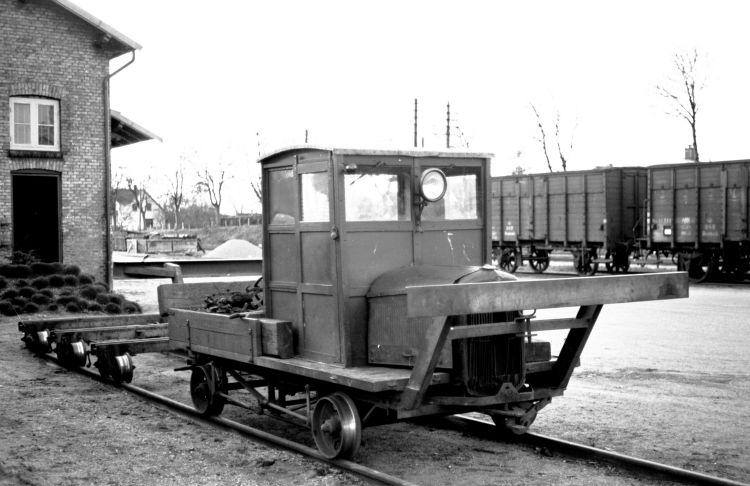 http://www.mjk-h0.dk/evp_Soroe/32.ii.07a.motortrolje.soroe.okt.1957.jpg