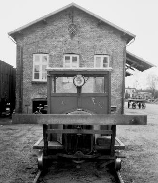 http://www.mjk-h0.dk/evp_Soroe/32.ii.09a.motortrolje.soroe.okt.1957.jpg