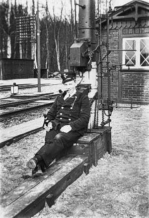 http://www.mjk-h0.dk/evp_Soroe/c-572-3.portoer_joergensen.soroe_ca.1920.foto.tktl.rask.gb.jpg