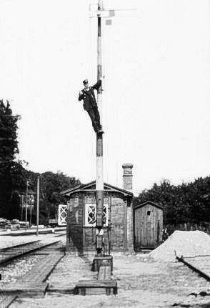 http://www.mjk-h0.dk/evp_Soroe/d-572-5.soroe_ca.1920.foto.tktl.rask.gb.jpg