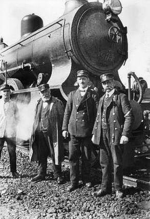 http://www.mjk-h0.dk/evp_Soroe/g-573-8.togpers.foran_p_905.soroe_ca.1920.foto.tktl.rask.gb.jpg