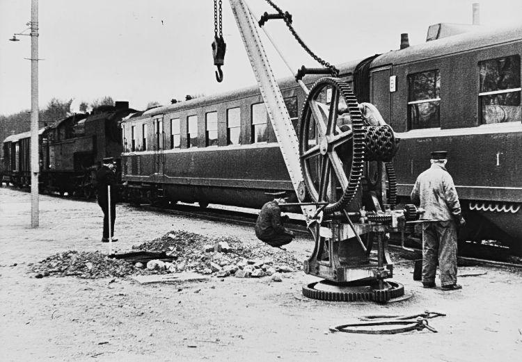 http://www.mjk-h0.dk/evp_Soroe/lyntogsuheld,soroe.febr.1957.jpg