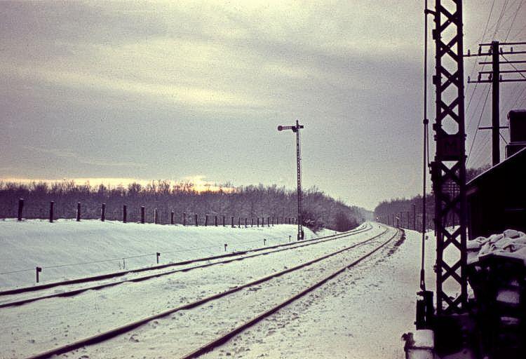 http://www.mjk-h0.dk/evp_Soroe/mellembloksignal.knudstrup.soroe.vinter_1957-58.jpg
